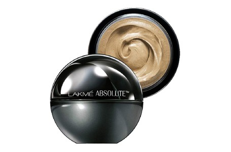Best Foundations For Oily Skin in India 2021 – Buyer's Guide 2