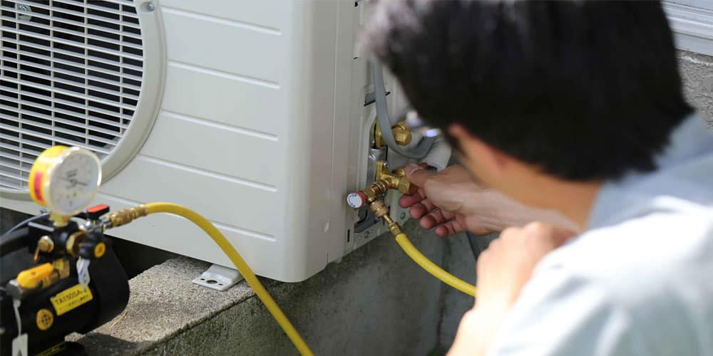 AC Gas Leakage Sign and Causes